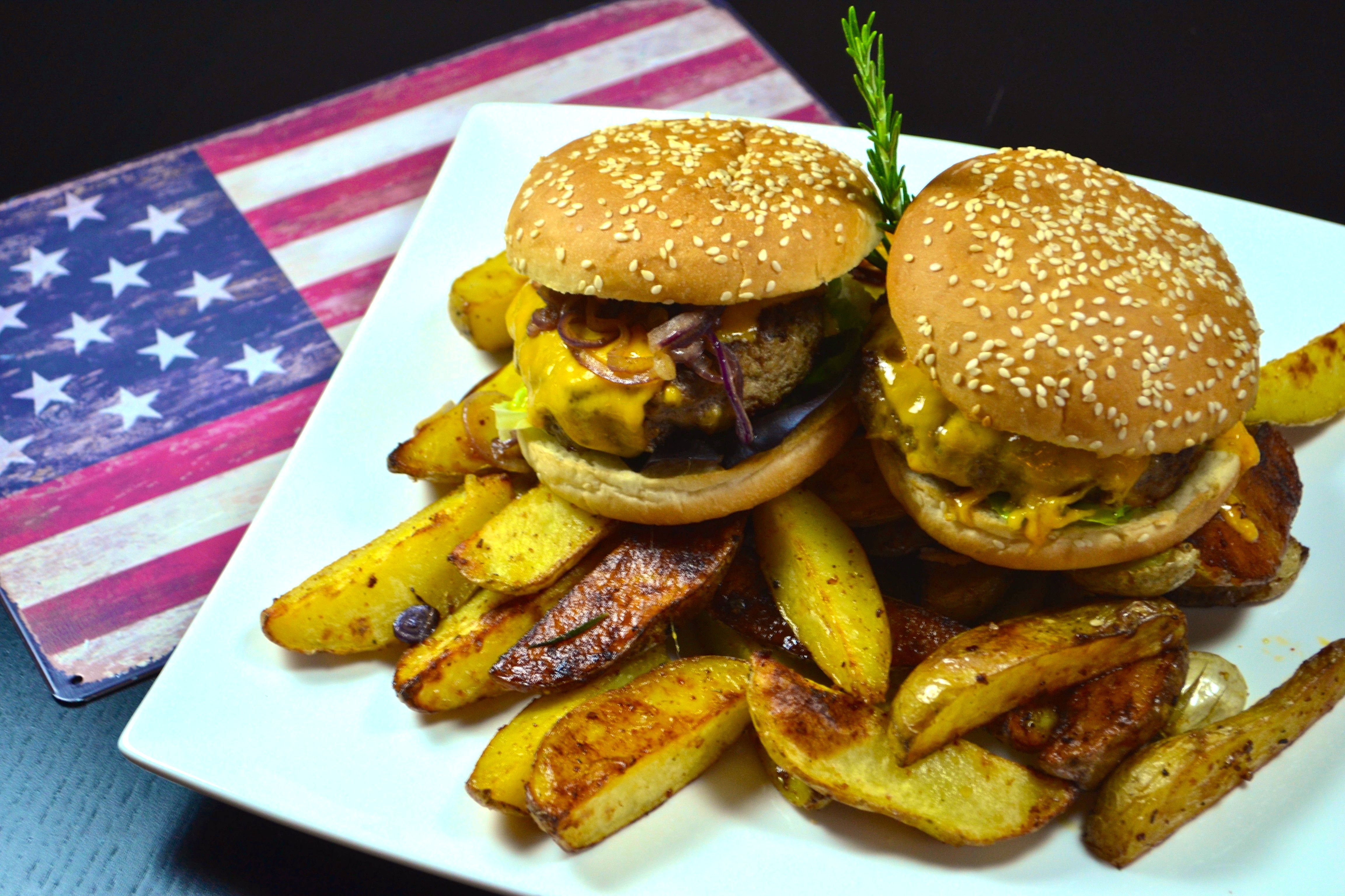nyc cheese burger mit potatoes stilpalast. Black Bedroom Furniture Sets. Home Design Ideas