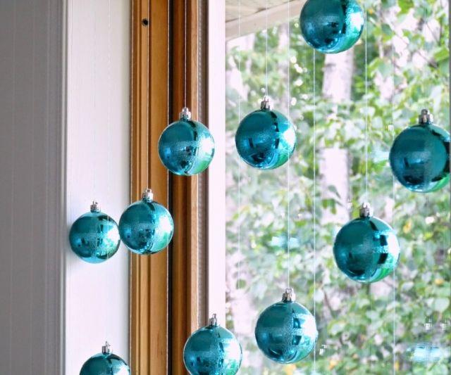 dekorieren mit weihnachtskugeln. Black Bedroom Furniture Sets. Home Design Ideas