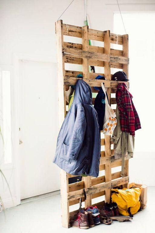 Delightful Eine Holzpalette Kann Ebenfalls Zu Einer Garderobe Umfunktioniert Werden.  In Einem Grossen Flur U2013 Wie Im Untenstehenden Beispiel Aus Einem  Schwedischen Haus ... Pictures