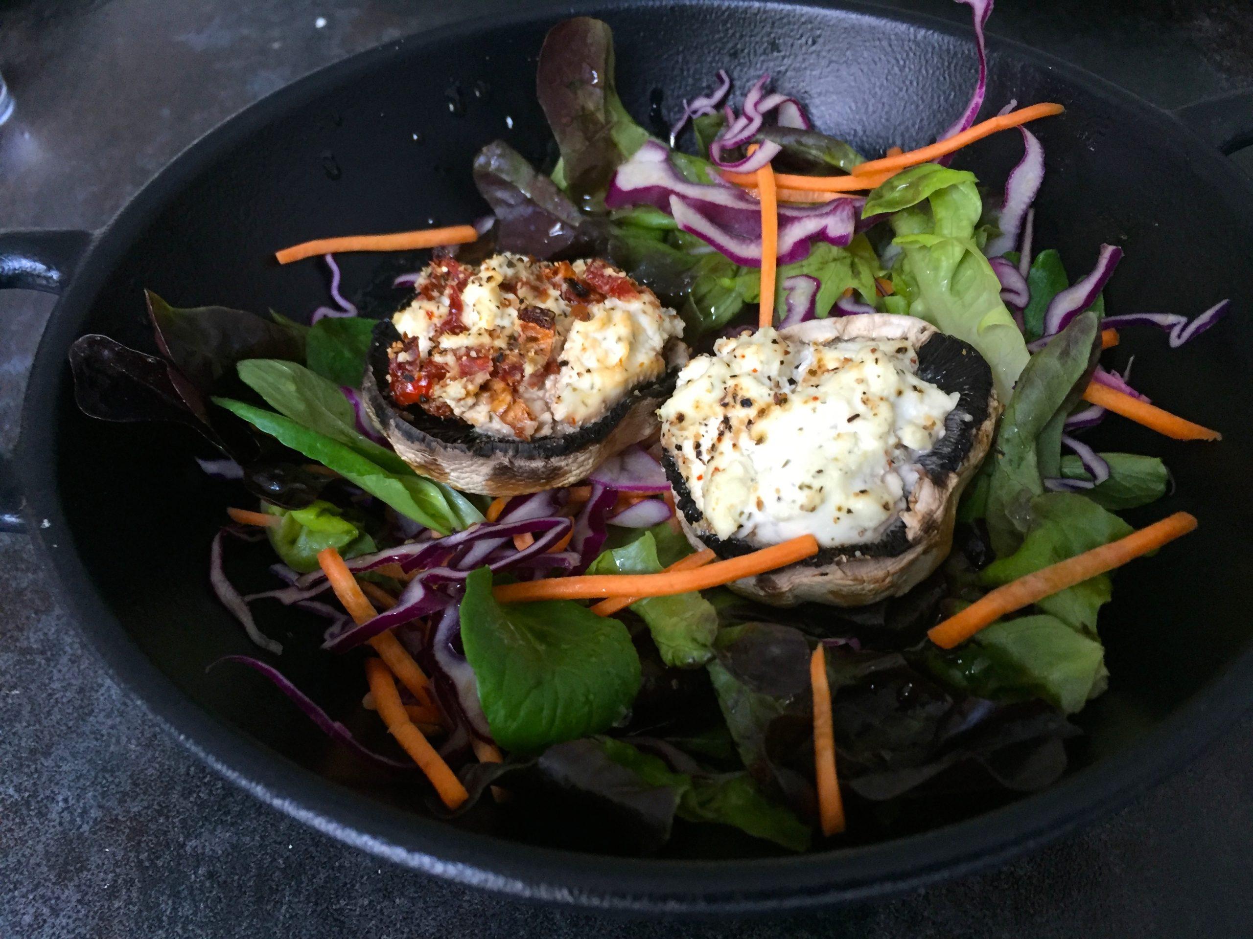 Herbstsalat mit gefüllten Champignons.JPG
