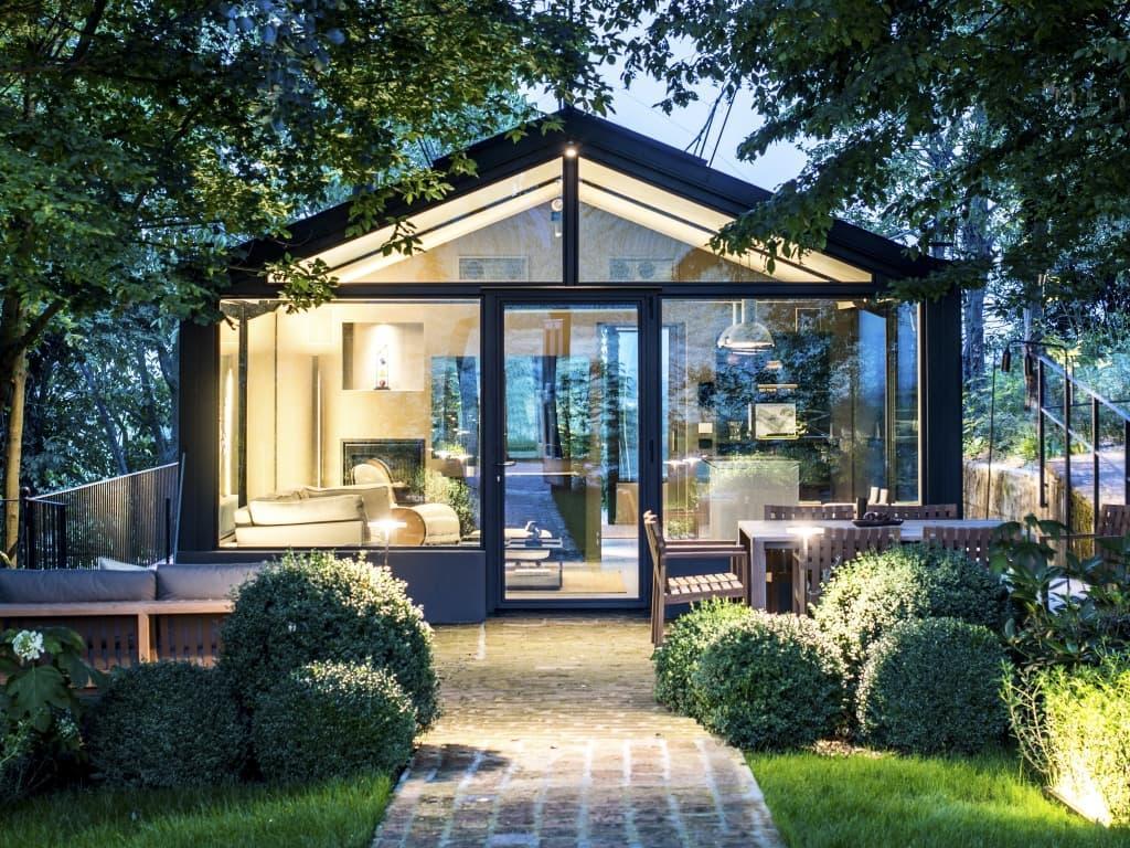 Exquisite Glashaus-Villa - Aussenansicht.jpg