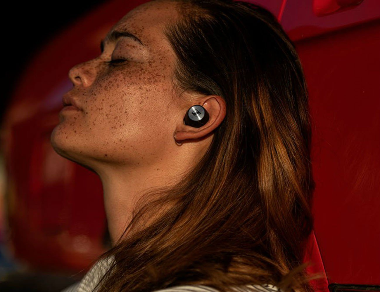 Sennheiser-MOMENTUM-True-Wireless-Earbuds-07.jpg