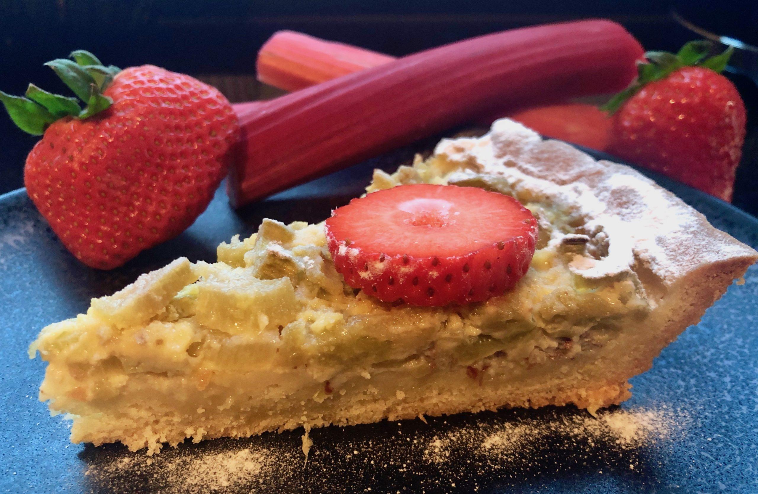 saftiger und fruchtiger Rhabarberkuchen.jpg