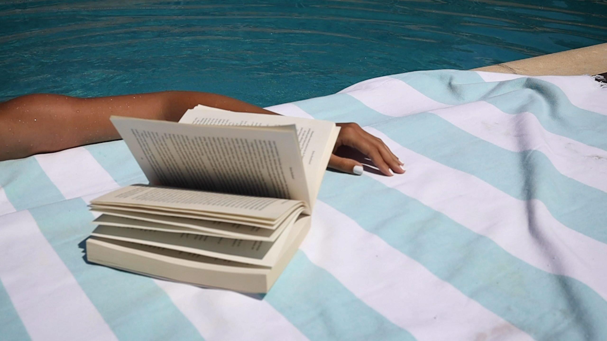 10 tolle Bücher für relaxte Sommertage